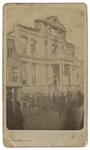 1973-4965 Ruïne van het Museum Boymans in de Korte Hoogstraat, kort na de brand. Op de voorgrond in de straat staan ...
