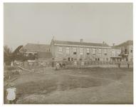 1975-2140 Gezicht op het IJsselmondse Hoofd met de barricade, op last van de ambachtsheer Bichon van IJsselmonde ...