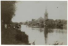 1976-1237 De Nederlands Hervormde Kerk te Overschie vanaf de Kethelsekade uit het westen.