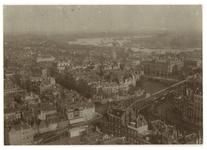 1977-2313 Panorama vanaf de Grote Kerk op het zuidoostelijk deel van het stadscentrum. Op de voorgrond het ...