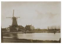 1979-775 Houtzaagmolen de Steur aan de Rotterdamse Schie.