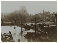 1982-576 Leuvehaven en Blaak met hoog water. Opname vanuit de bovenverdieping van het huis aan de Wolfshoek nr. 2 ...