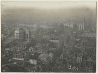 III-145-4 Gezicht op de stad vanaf de Grote Kerktoren naar het westen. Aan de linkerkant bevindt zich de ...