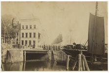 IV-13-2 Gezicht op de Boompjes en het gebouw van de Sociëteit/ Maatschappij tot Nut der Zeevaart.