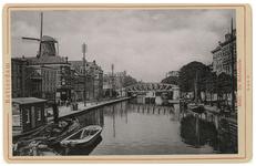 IV-56-18 De Schiekade nabij de Rotterdamse Schie. Links aan de kade is het Café van A. Wennekers te zien. Aan de ...