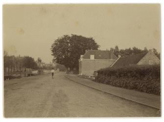 IX-2853-05 De Schieweg uit het noorden gezien. Op de achtergrond de Heulbrug.
