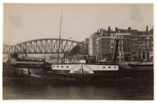 IX-325 Zicht op de Oudehaven en het Bolwerk met op de voorgrond het schip de Nijverheid die vaarde tussen Nijmegen en ...