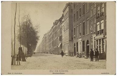 IX-349-a Zicht op de Boompjeskade met aan de linkerkant woonhuizen.