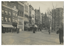 IX-422 De Boymansstraat met aan de linkerkant de Gemeentelijke Openbare Bibliotheek en aan de rechterkant het ...