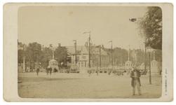 IX-901-00-02 Het Bolwerk op de voorgrond, de Geldersekade en op de achtergrond de Koningsbrug en het Zeekantoor in de ...