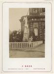 RI-1691-3 Standbeeld voor de Delftse Poort bij het bezoek van Z.M. Koning ter gelegenheid van zijn regeringsjubileum.