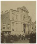 RI-997 De Korte Hoogstraat met Museum Boymans kort na de brand van 15 februari 1864. Op de voorgrond staan mensen naar ...