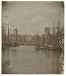 VII-266 Zicht op de Leuvehaven en de Zeevischmarkt van voor 1880. Aan de linkerkant is de koepel van de St. ...