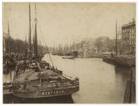 VII-268-1 Zicht op de Leuvehaven met vooraan het schip de Bosporus . Op de achtergrond zijn veel schepen te zien.