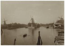 VII-373-00-01 Gezicht op Delfshaven vanaf de Ruigeplaat. Links van het Middelhoofd de Voorhaven, rechts daarvan de ...