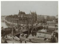 X-190-00-00-01 De Noorderbrug over de Rotte. Op de achtergrond de Rechter Rottekade en het Noordplein. Op de brug rijdt ...