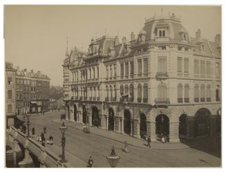 XIV-187-1 Zicht op gebouw van Plan C aan de Kolkkade.