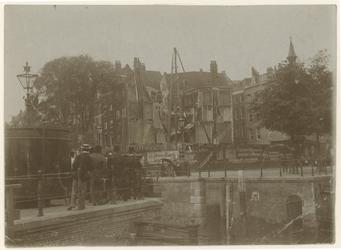 XIV-256-01-01 De Wijnhaven met zicht op de bouwwerkzaamheden voor de bouw van het Witte Huis.