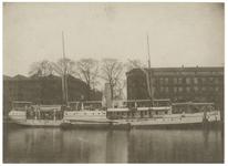 XIV-490-00-00-01 Het marinevaartuig de M.S. van Gogh in de nog niet gedempte Westerhaven. Deze haven werd gedempt in ...