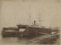 XV-143 Droogdok met een schip erin in de Dokhaven te Rotterdam.