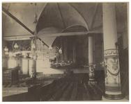 XVIII-261 Interieur van de Waalse Kerk aan de Hoogstraat.