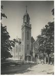 XVIII-313-00-01 De Remonstrantse Kerk aan de Westersingel, kort na de voltooiing. Over het terrein links van de kerk ...