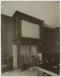 XX-59-00-00-00-01-1 Schoorsteen in de keuringzaal van de militie in het voormalig Oude Mannenhuis aan de Hoogstraat.