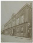 XXIII-171-02 Sociëteit gevestigd in de Rotterdamse Manège. Gebouwen aan de Nieuwe Binnenweg, voltooid in 1883.