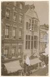 XXIII-43 Zicht op de Korte Hoogstraat met panden van het Centraal Kleedermagazijn en de Sigarenfabriek.