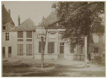 XXIV-62-2 Vooraanzicht op Café 'Vanouds' in Rubroek in het jaar van de afbraak.