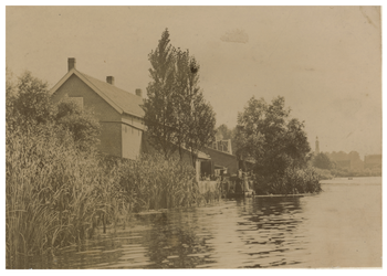 XXV-381-00-01 Zuid-Oosthoek aan de Kralingseplas, met huizen langs de Plaszoom.
