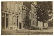 XXV-582 Zicht op huizen aan de Schiedamsesingel bij de Paardenstraat.
