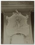 XXV-598-02-9 Detail van de versiering boven de open haard in het huis aan de Schiekade 59, ten zuiden van de Heulbrug. ...