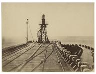 XXVIII-10-02-11 Aanleg van de Nieuwe Waterweg. Zicht op de spoorlijn en een soort van uitkijktoren.