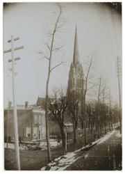 XXXI-299 Zicht op de Rooms-katholieke St. LambertusKerk van Kralingen aan de Oostzeedijk Beneden.