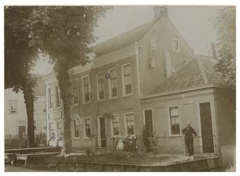 XXXI-334-01-04 Het Raadhuis in Kralingen aan de 's-Gravenweg.