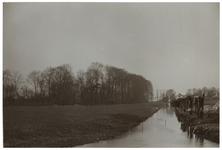 XXXI-939-00-02-02-b Zicht op boerenland met een sloot ernaast in de buurt van de Honingerdijk te Kralingen.