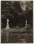 XXXI-347-b Zicht op het park in de omgeving van de buitenplaats Het Paradijs aan de Oudedijk. In het park staan een ...