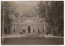 XXXI-348 Villa Rozenburg aan de Oudedijk, met de voormalige eigenares mevrouw L. Madry, geboren van Es.