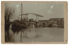 XXXI-419-01-00-01 De Hogebrug met de Delfshavense Schie, uit het zuiden, in Overschie.
