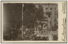 XXXIII-156-1-b Optocht met een wagen met paarden ervoor bij de Kroningsfeesten die gehouden werden van 31 augustus tot ...