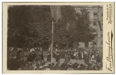 XXXIII-156-b Optocht met verklede mannen en vrouwen bij de Kroningsfeesten die gehouden werden van 31 augustus tot 6 ...
