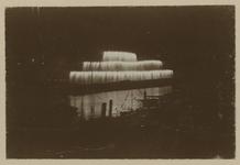 XXXIII-160-1-a Vuurwerk aan de Maas bij de Kroningsfeesten die gehouden werden van 31 augustus tot 6 september 1898 in ...