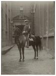 XXXIII-180-4 Erewacht te paard bij het bezoek van koningin Wilhelmina en koningin Emma aan Rotterdam.