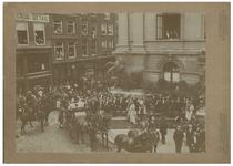 XXXIII-184-2-II Bezoek van koningin Wilhelmina en koningin Emma aan het Stadhuis aan de Coolsingel te Rotterdam. Op de ...