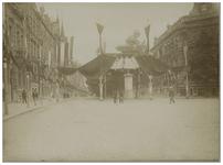 XXXIII-185-2 Straatversieringen in de Diergaardelaan ter gelegenheid van het bezoek van koningin Wilhelmina en koningin ...