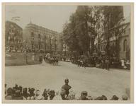 XXXIII-191-01-b Afrit met de koetsen met daarin koningin Wilhelmina en koningin Emma van de Hoogen Zeedijk naar de ...