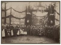 XXXIII-96-2 Versiering van de Zeevischmarkt ter ere van de 70ste verjaardag van Koning Willem III.