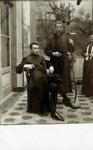 2000-1101-129 Serie van 237 fotokaarten, grotendeels vervaardigd door Louise Laboyrie, huishoudster (pastoorsmeid) bij ...