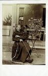 2000-1101-136 Serie van 237 fotokaarten, grotendeels vervaardigd door Louise Laboyrie, huishoudster (pastoorsmeid) bij ...